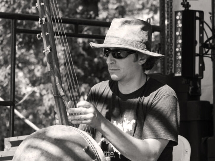 Dave Kobrenski playing kamalen'goni